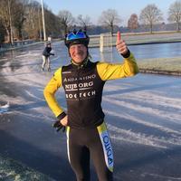 Marathonrijder_Roelof_Koops_tevreden_met_eerste_laagje_ijs_Noordlaren.jpg